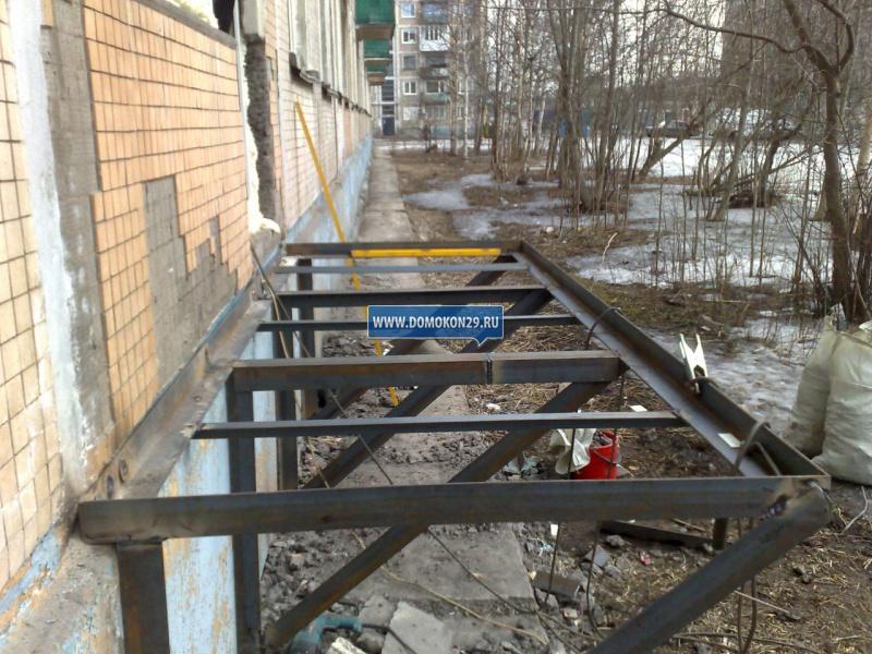 Как сделать подвесной балкон на первом этаже